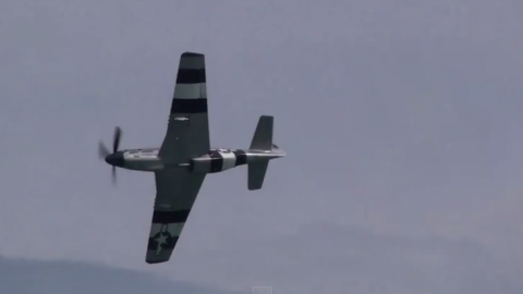 """Whistle Sound """"P-51 Mustang vs Spitfire"""" 