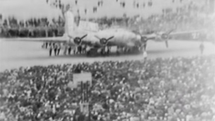 Last B-17 Roll-Out: 1945 Newsreel Of A Historic Moment | World War Wings Videos
