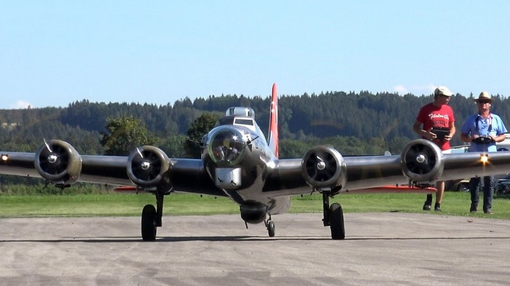 19 Ft. RC B-17 Is Amazing And So Is The Corsair Crash Landing   World War Wings Videos