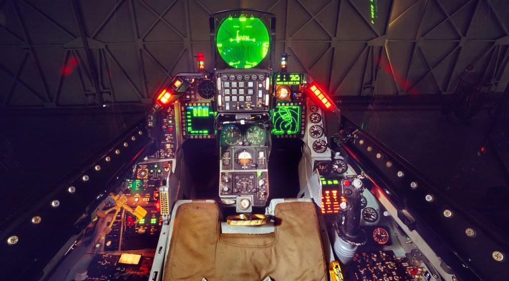 f16-cockpit