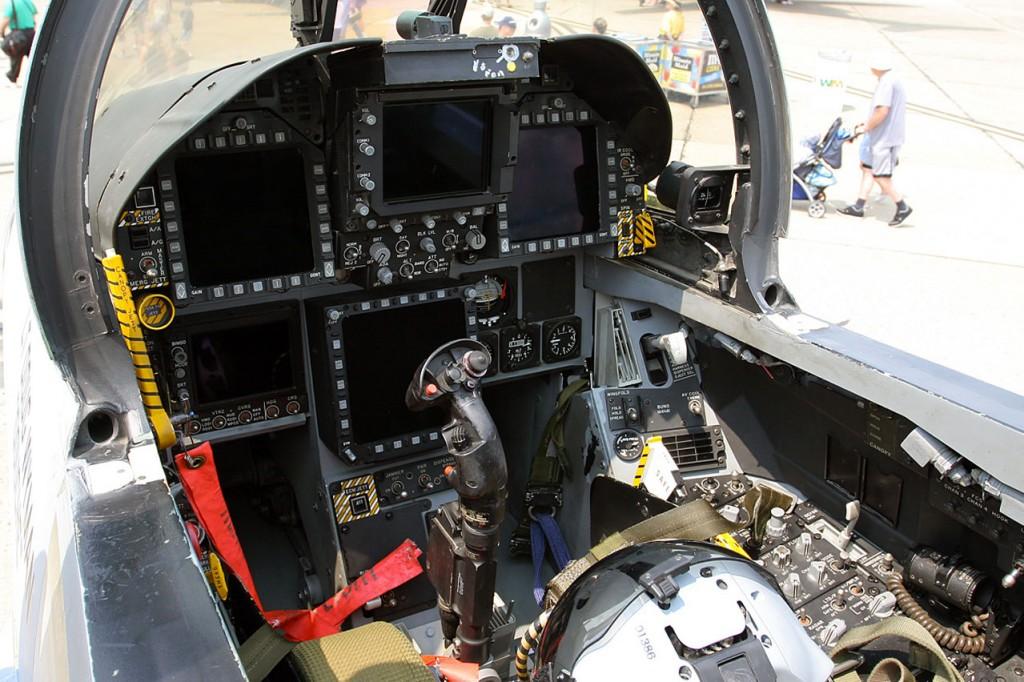 f18-cockpit