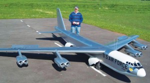 Maiden Flight Of GIGANTIC Rc B-52–But Now They Have To Land It