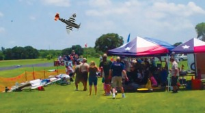 RC Thunderbolt and Spitfire Crashes Into Crowd–People Dive For Cover