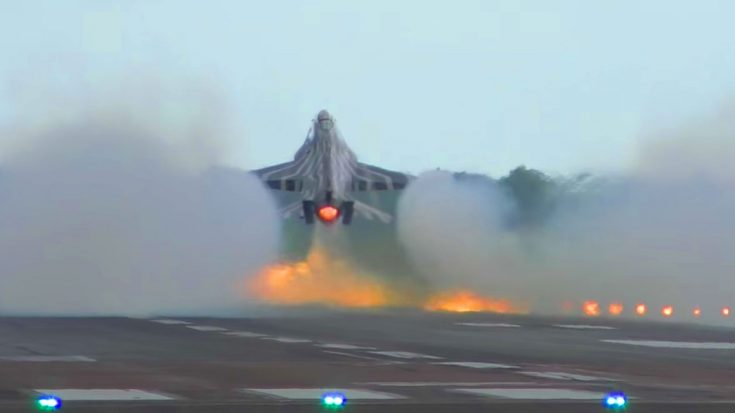 F-16 Blazing Takeoff And Aileron Rolls - World War Wings
