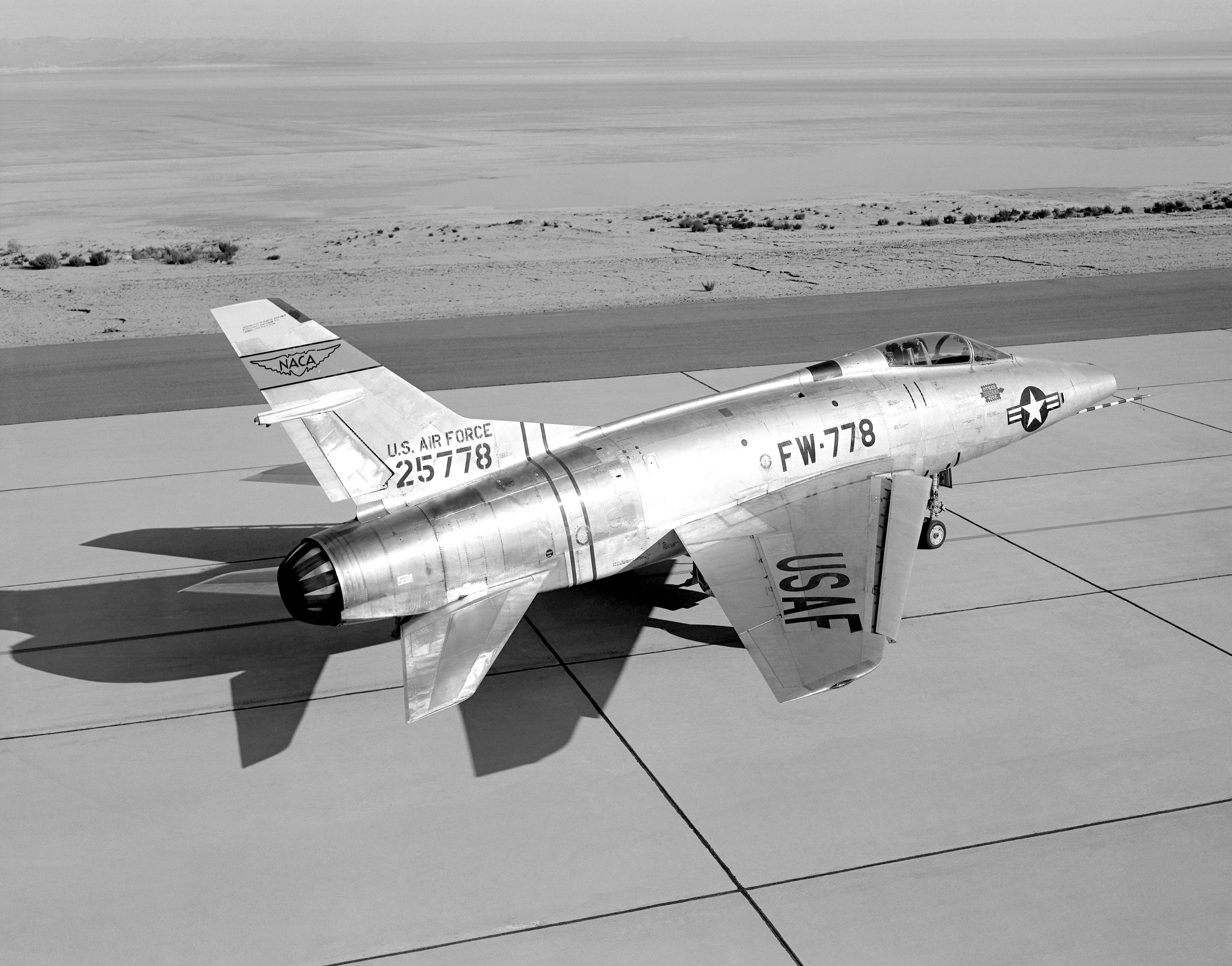 Bob Hoover's F-100 Super Sabre Crash Landing - How He ...