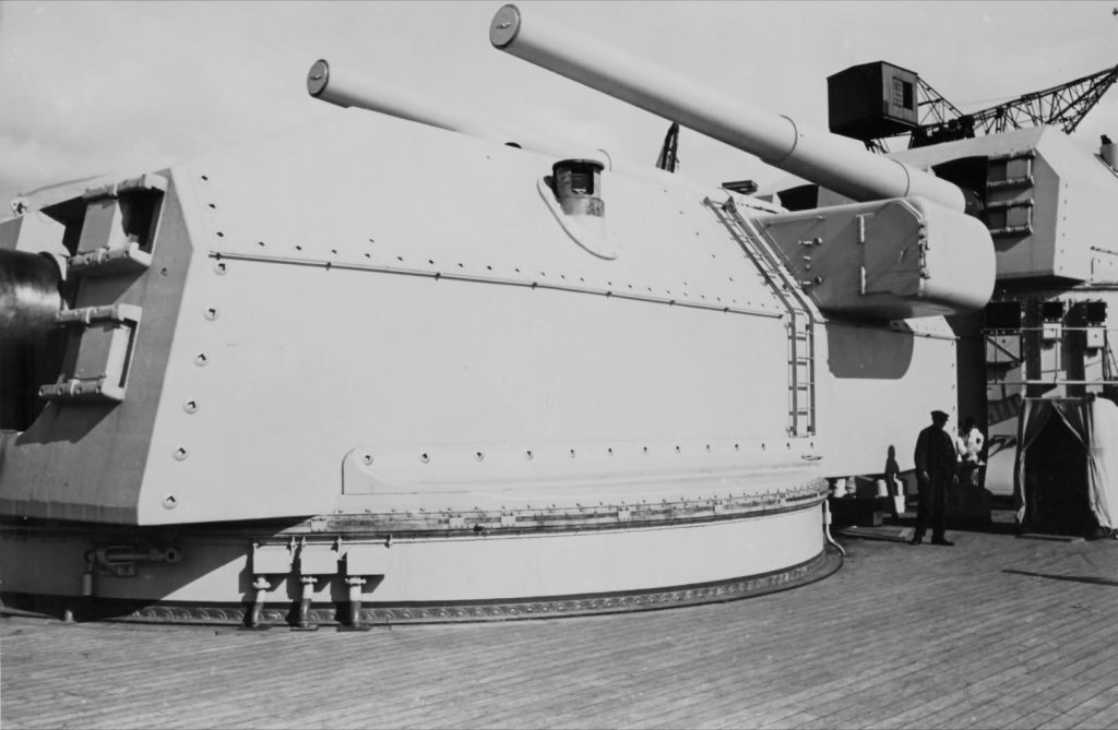 bismarck_main_guns