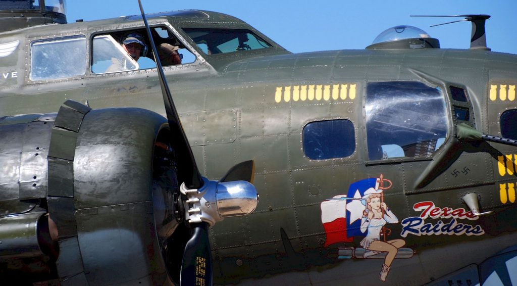 texas-raiders-b-17