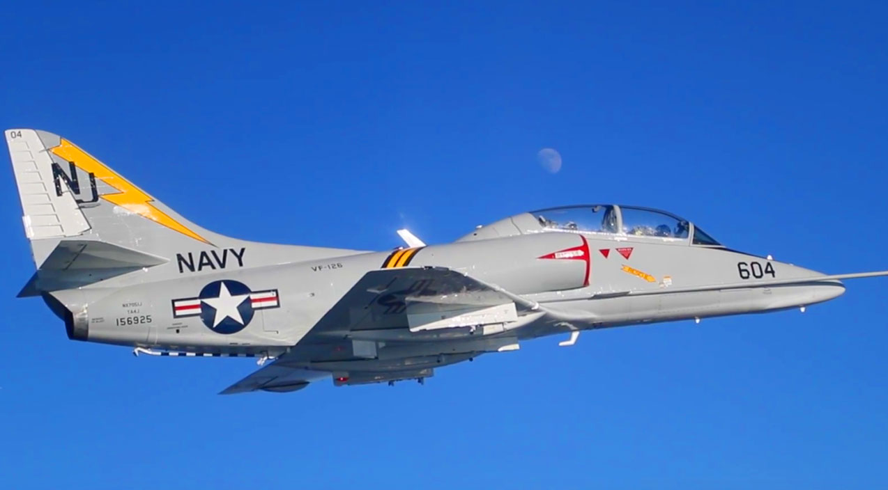 Gorgeous A-4 Skyhawk Restored To Perfection Soaring Through