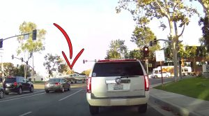 Dashcam Captures Plane Randomly Landing On An Intersection During Rush Hour-Is This Even Real?