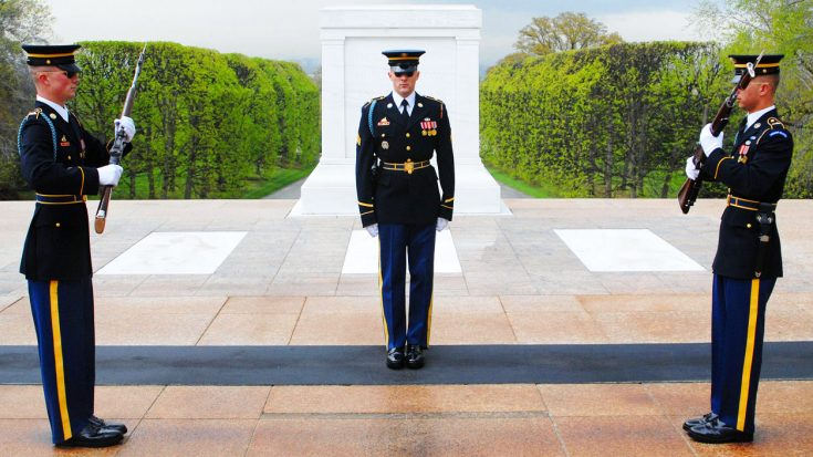 The Intense Routine Of The Guards Of The Tomb Of The Unknowns-What They Do Is Beyond Precision | World War Wings Videos