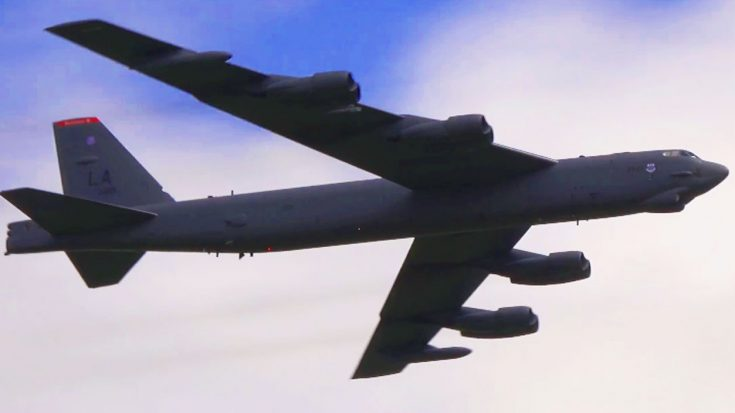 B-52H Stratofortress Comes Down Hard, Fast And Low – Damn, That's Loud! | World War Wings Videos