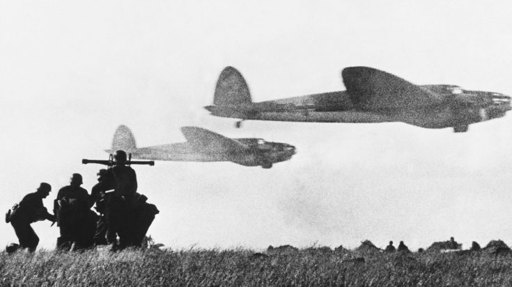 Defense Of The Reich – Luftwaffe Fighters Gun Down Air Force Bombers In Desperate Bid For Victory | World War Wings Videos