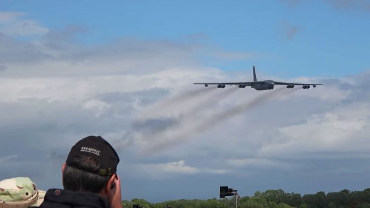 Guy Records Two Of The Most Fantastic, SCREAMING B-52 Flybys-Nothing But Chills | World War Wings Videos