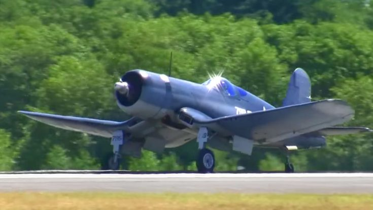 70 Years Later It's Still Flawless: Beautiful Corsair Stuns Crowd | World War Wings Videos