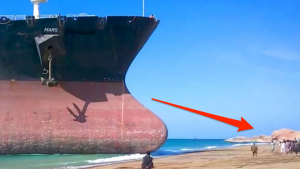 Gigantic Ship Crashes Into Crowded Beach At Full Speed – Keep Your Eyes On The Impact!