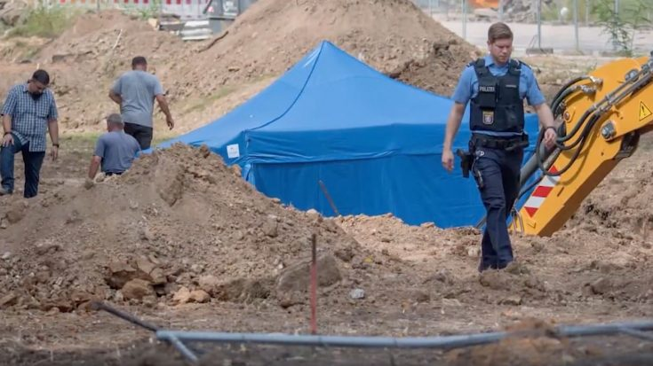 News | 70K German Residents Evacuated After Massive UK Bomb Found | World War Wings Videos