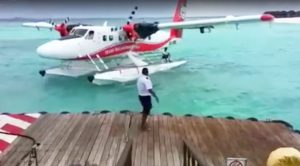 Expert Float Plane Pilot Backs It Up For The Ultimate Parallel Parking Job