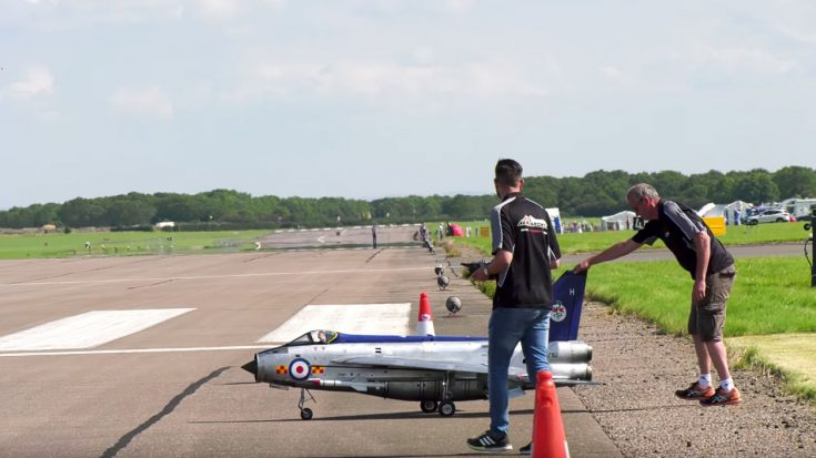 This Massive Electric Lighting Rc Is One Of A Kind And It Sounds Even Better Than It Looks! | World War Wings Videos