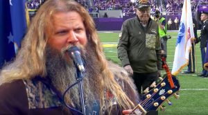 Jamey Johnson Singing 'In Color' To Honor Vets Will Send Chills Down Your Spine