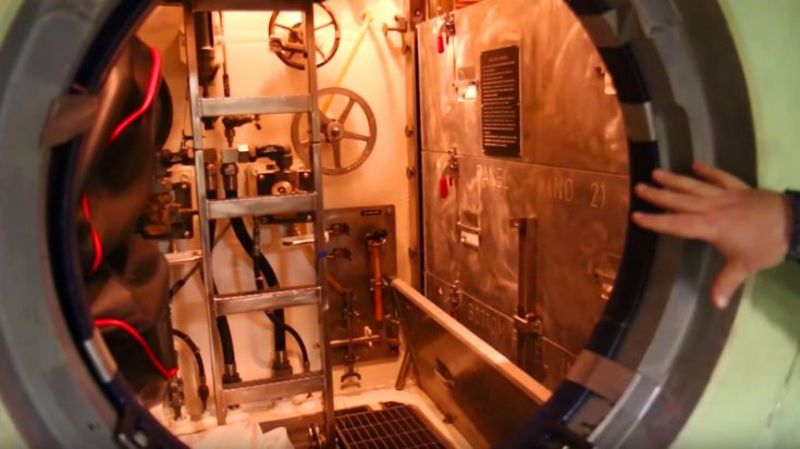 New Report Reveals Exactly How Navy Seals Infiltrate War Zones | World War Wings Videos