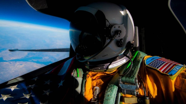 This Is How U-2 Pilots Eat While Flying Near Space | World War Wings Videos