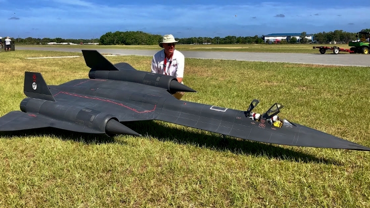 Gigantic RC Blackbird Blasts Through The Skies With Dynamic Turbine Engines | World War Wings Videos