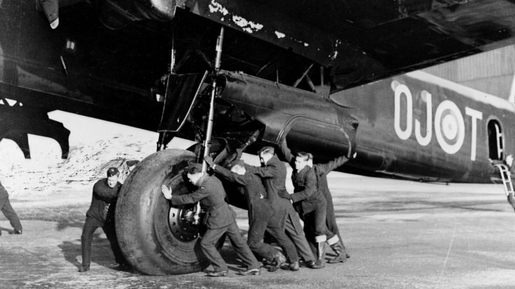 No One Talks About This Massive RAF Bomber Because None Survive Today | World War Wings Videos
